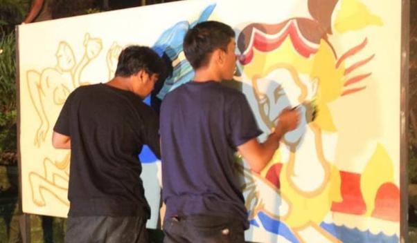 Anak-anak Muda yang berkreasi lukisan di Ubud